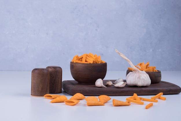 Spuntino con patatine fritte e aglio
