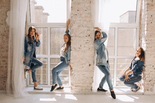 Squadra di ballerino in studio