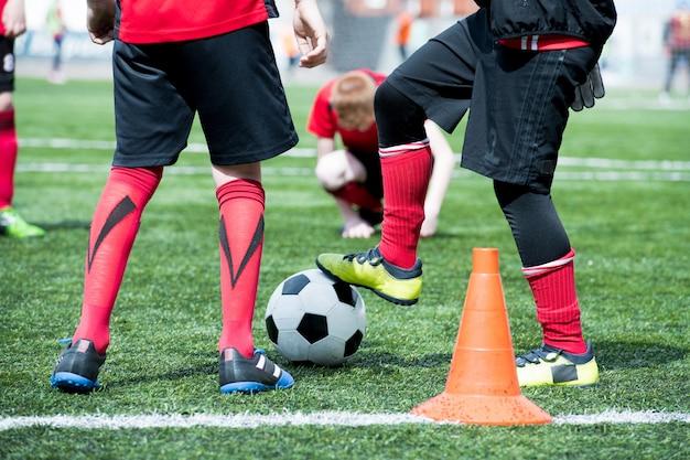 Squadra di calcio junior con palla