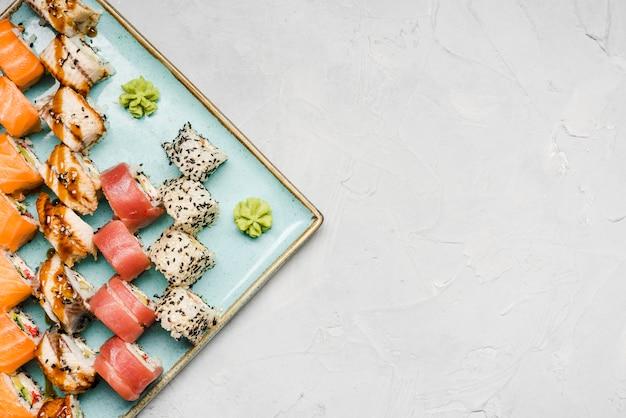 Squisito sushi varietà copia spazio