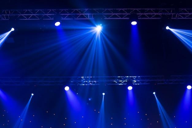 Stage spotlight con raggi laser