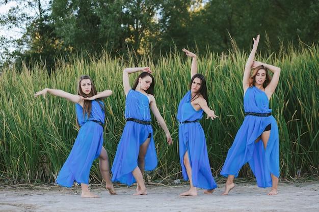Stagione di glamour moderno quattro donna