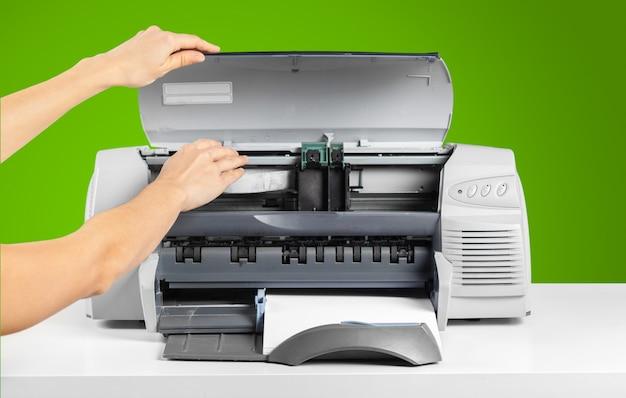 Stampante, fotocopiatrice, scanner. tavolo da ufficio
