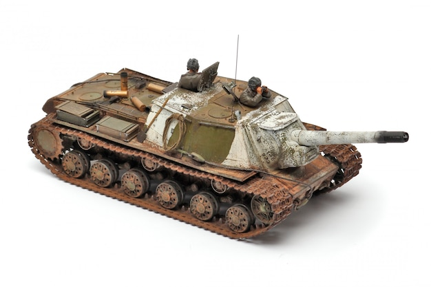 Stand modello di un carro armato militare su una superficie bianca