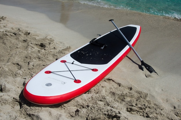 Stand up paddle board in spiaggia