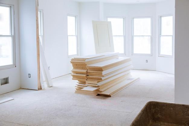 Stanza non finita della casa interna in costruzione