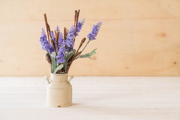 Statice e fiori di caspia
