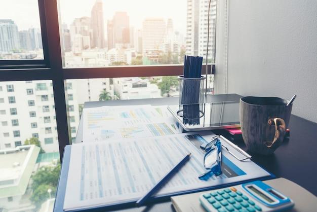 Statistica del grafico di analisi commerciale del foglio di calcolo delle statistiche di excel con il numero di dati del grafico e della tabella nel database dei grafici.