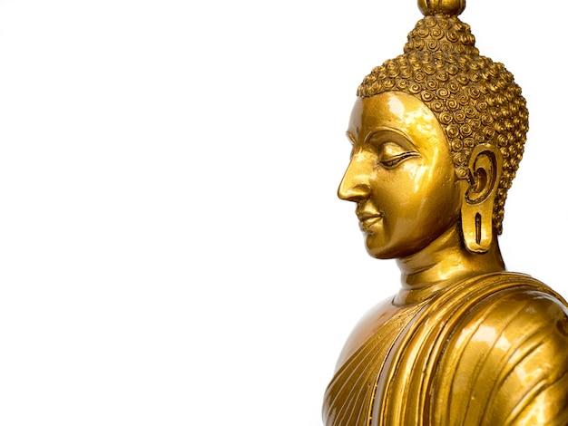 Statua antica dorata del buddha sui precedenti bianchi