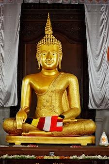 Statua del buddha nel tempio