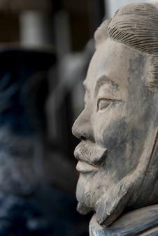 Statua del guerriero di terracotta al museo di storia di shaanxi, xi'an, shaanxi, cina.