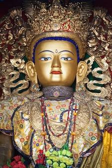 Statua di buddha a swayambhunath
