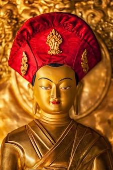 Statua di buddha nel monastero di lamayuru, ladakh, india