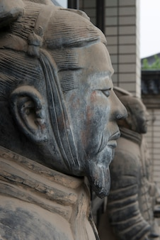 Statua di guerrieri di terracotta al museo di storia di shaanxi, xi'an, shaanxi, cina.