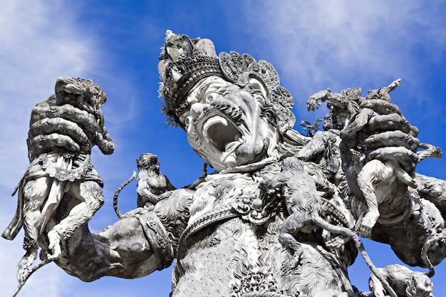 Statua di kumbakarna laga