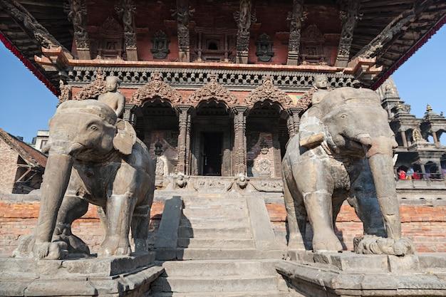 Statua di pietra elefante