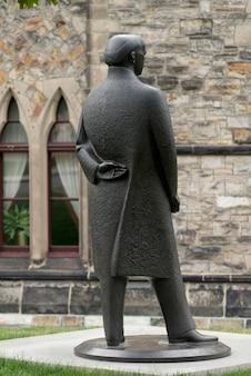 Statua di william lyon mackenzie king, parliament hill, ottawa, ontario, canada