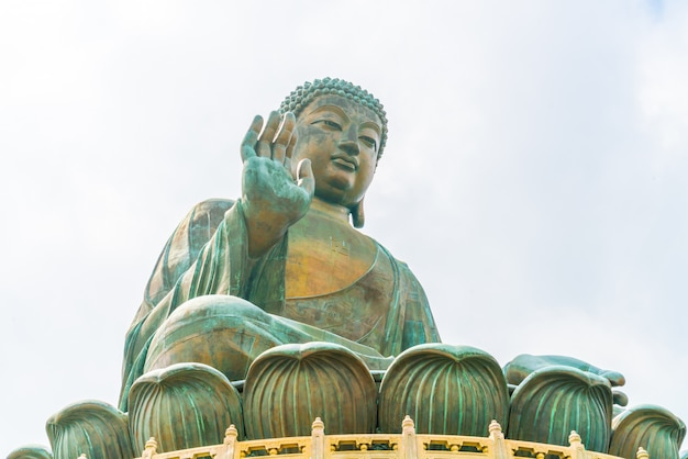 Statua gigante del buddha a ngong ping, hong kong