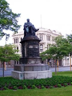 Statua in regine dunedin giardini