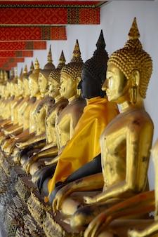 Statue di buddha d'oro