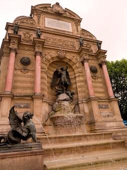 Statue e monumento a parigi francia