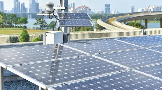 Stazione di pannelli solari fotovoltaici