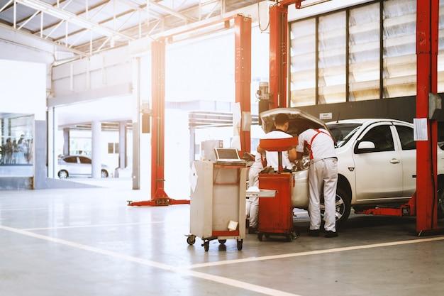 Stazione di riparazione auto