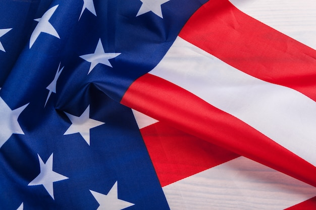 Stella splendidamente ondeggiante e bandiera americana a strisce