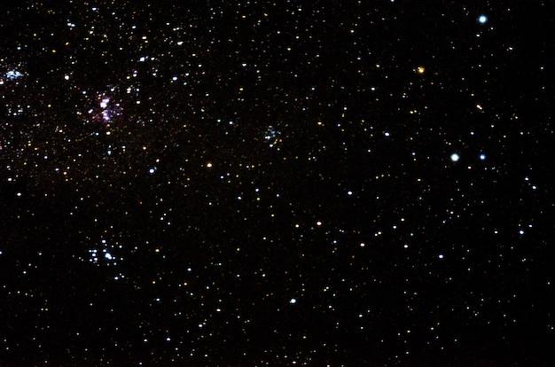 Stelle e galassie spazio esterno cielo notte universo nero sfondo stellato di lucido campo stellare