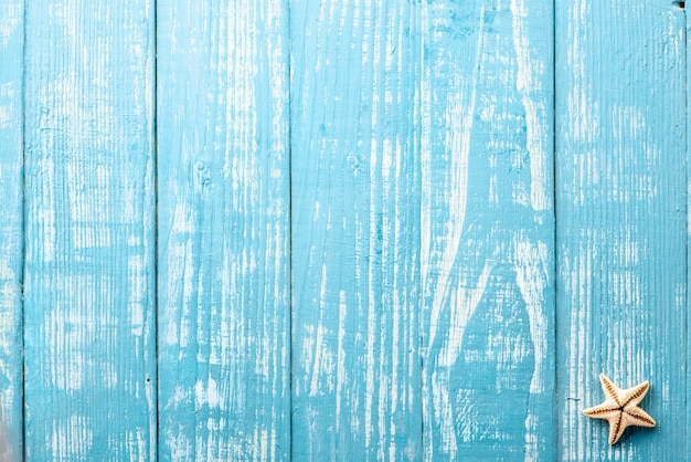 Stelle marine su un tavolo blu
