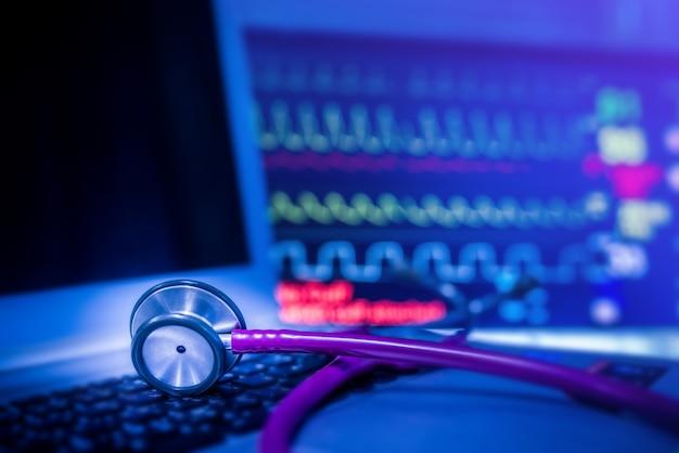 Stetoscopio con sfondo di ekg