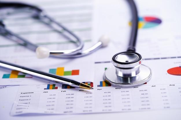 Stetoscopio, grafici e fogli di calcolo