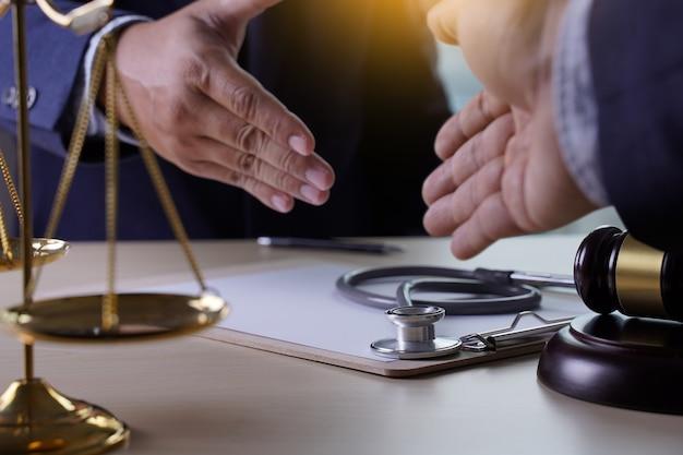 Stetoscopio martelletto legge regole aziendali sanitarie