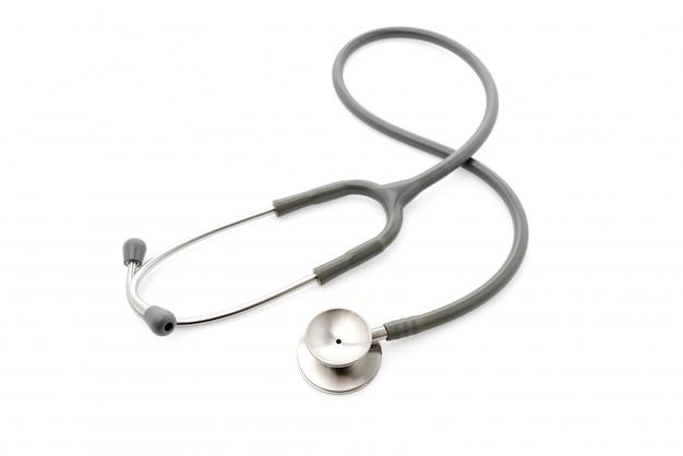 Stetoscopio medica su sfondo bianco.