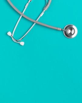 Stetoscopio medico vista dall'alto con spazio di copia