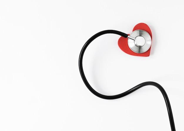 Stetoscopio professionale del primo piano con lo spazio della copia