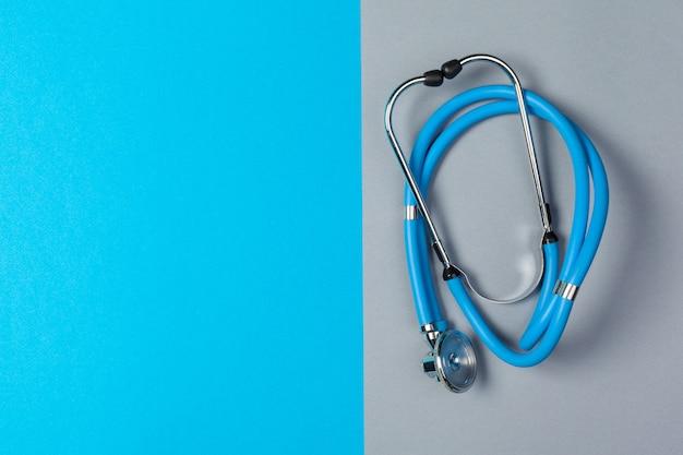 Stetoscopio vista dall'alto sul colore