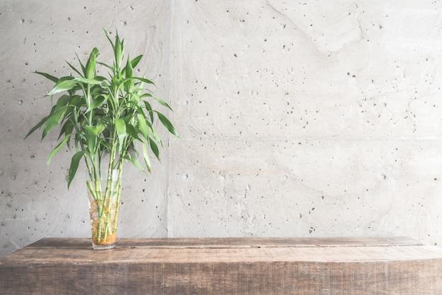 Stile di vita di bambù brillante impianto pulito