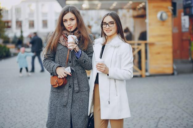 Stile di vita glamour tazza marrone bianco