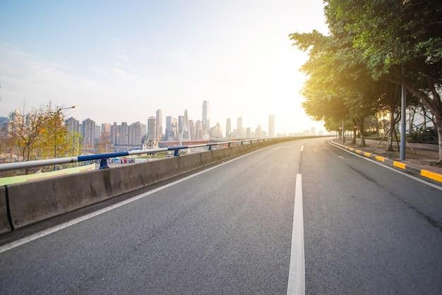 Stile di vita veloce direzioni di passaggio superstrada