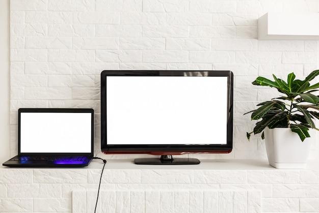 Still life di un interno di casa con tecnologia moderna e intrattenimento