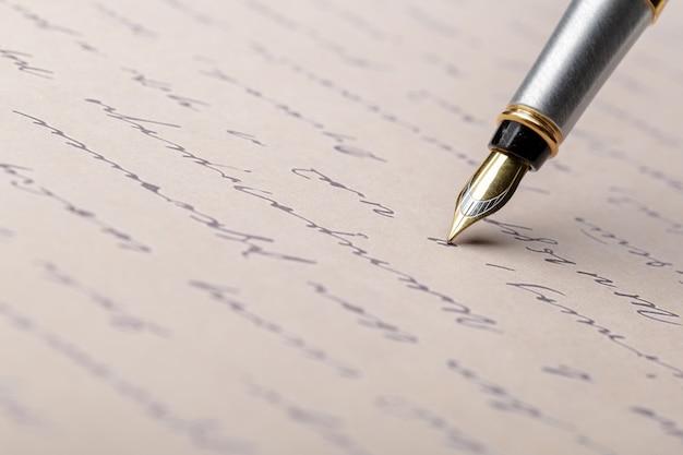 Stilografica sulla pagina scritta