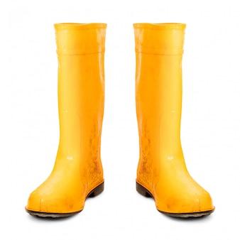 Stivali di gomma gialli isolati su fondo bianco.