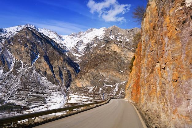 Strada di benasque in pirenei huesca spagna
