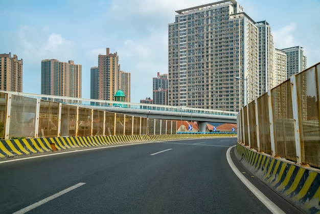 Strada e vista sulla città