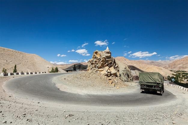 Strada in himalaya. ladakh, india