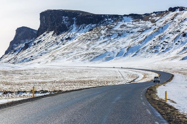 Strada inverno montagna islanda