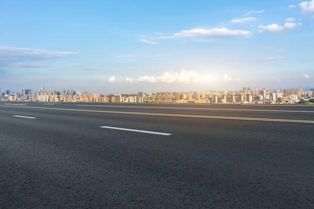 Strada urbana e architettura moderna