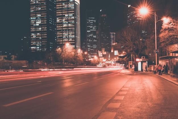 Strada urbana e paesaggio architettonico moderno
