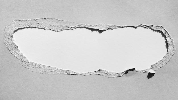 Strappo di carta in scala di grigi